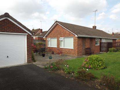 3 Bedrooms Bungalow for sale in Bodiam Avenue, Tuffley, Gloucester, Gloucestershire