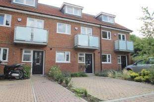 3 Bedrooms Terraced House for sale in Renshaw Close, Catford, London
