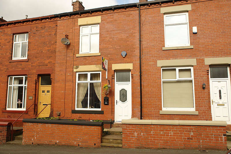 2 Bedrooms Terraced House for sale in 270 Turf Lane, Royton