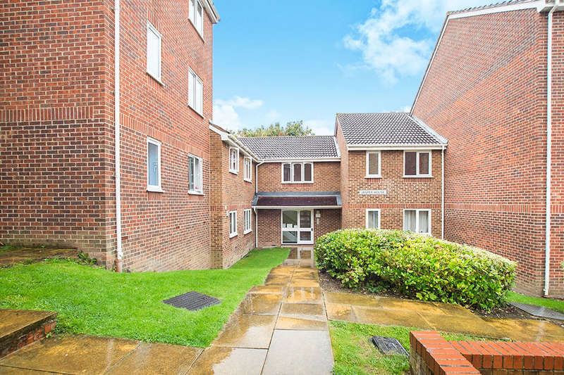 Flat for sale in Percy Gardens, Worcester Park, KT4