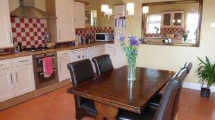 2 Bedrooms Semi Detached House for sale in Evelyn Avenue, Newhaven, East Sussex