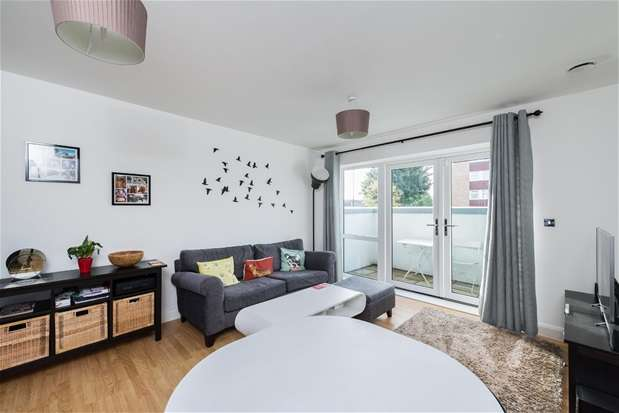 2 Bedrooms Flat for sale in Cowdrey Mews, Southend Lane, Catford