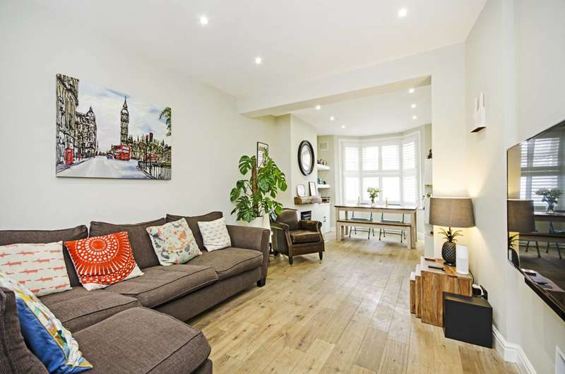 3 Bedrooms House for sale in Crescent Road, Leyton, E10