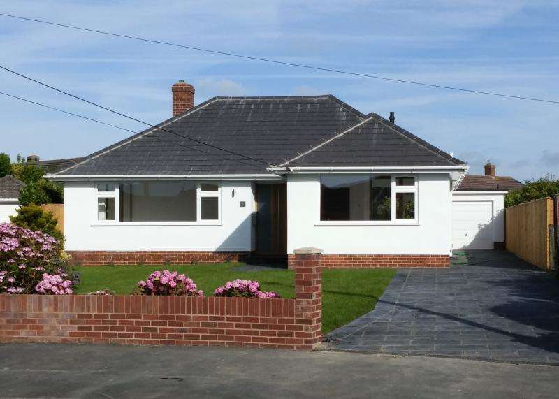 3 Bedrooms Bungalow for sale in Large Detached Bungalow