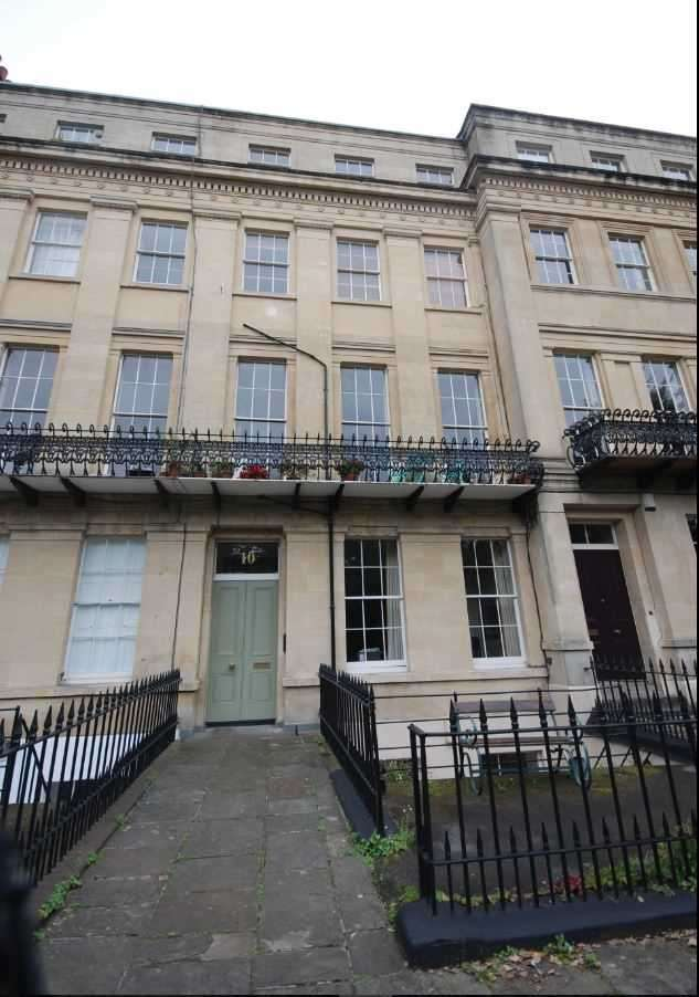 2 Bedrooms Apartment Flat for rent in First Floor Flat Worcester Terrace