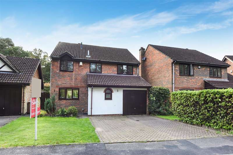 4 Bedrooms Detached House for sale in Holmbury Avenue, Pine Ridge, Crowthorne