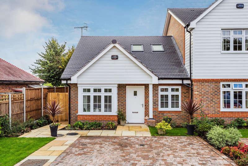 3 Bedrooms Semi Detached Bungalow for sale in Grange Close, Edenbridge, TN8
