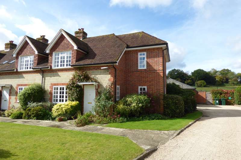 3 Bedrooms End Of Terrace House for sale in Cowdray Court, North Street, Midhurst, GU29