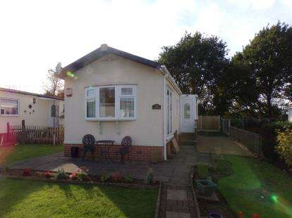 2 Bedrooms Mobile Home for sale in Oak Drive, Old Mill Lane, Forest Town, Mansfield