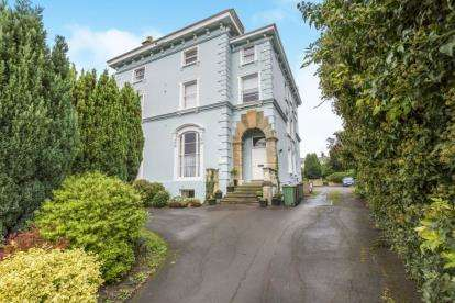 1 Bedroom Flat for sale in Malvern Hill House, East Approach Drive, Cheltenham