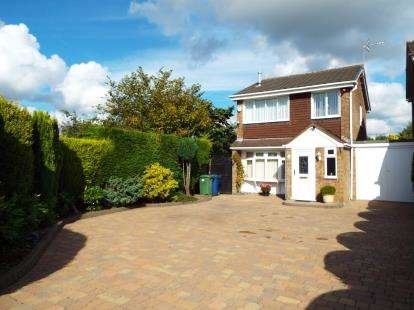 3 Bedrooms Link Detached House for sale in Eden Close, Cannock, Staffordshire