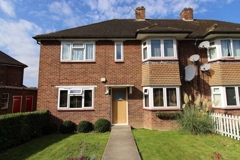 2 Bedrooms Maisonette Flat for sale in Fordham Close, Barnet