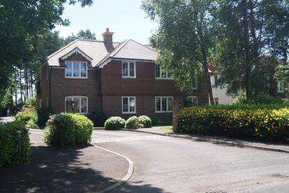 2 Bedrooms Flat for sale in 106 Lions Lane, Ashley Heath, Ringwood