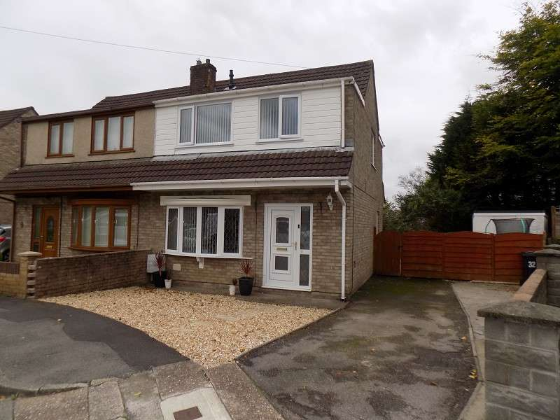3 Bedrooms Property for sale in Goshen Park, Skewen, Neath, Neath Port Talbot. SA10