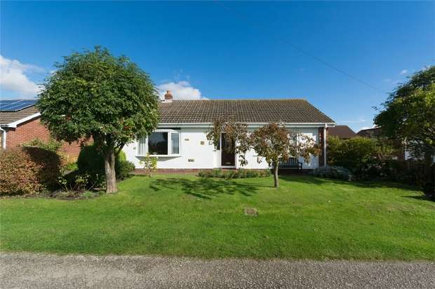 2 Bedrooms Detached Bungalow for sale in Back Lane South, Wheldrake, YORK