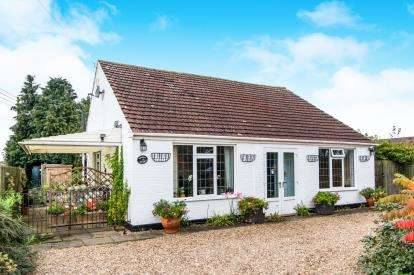 3 Bedrooms Bungalow for sale in Furze Hills, West Ashby, Horncastle, Lincolnshire