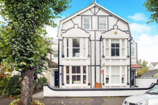 1 Bedroom Flat for sale in East Molesey, Surrey, .