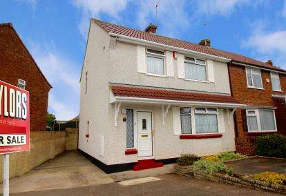3 Bedrooms Semi Detached House for sale in Streamside, Mangotsfield, Bristol, Gloucestershire