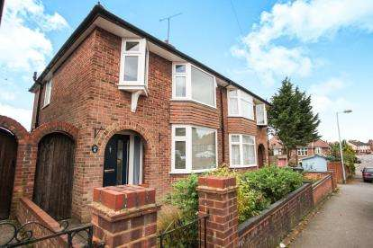3 Bedrooms Semi Detached House for sale in Durham Road, Luton, Bedfordshire, Luton