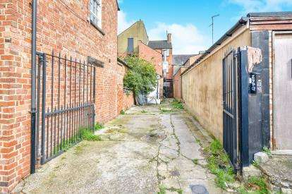 House for sale in The Square, Wolverton, Milton Keynes, Buckinghamshire