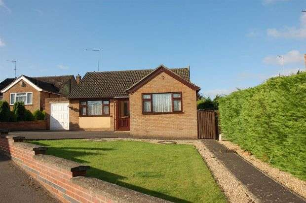 3 Bedrooms Detached Bungalow for sale in Lumbertubs Rise, Boothville, Northampton NN3 6AJ