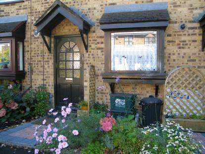 2 Bedrooms Terraced House for sale in Wanstead, London