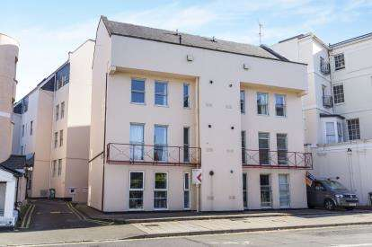 2 Bedrooms Flat for sale in Berkeley Court, High Street, Cheltenham, Gloucestershire