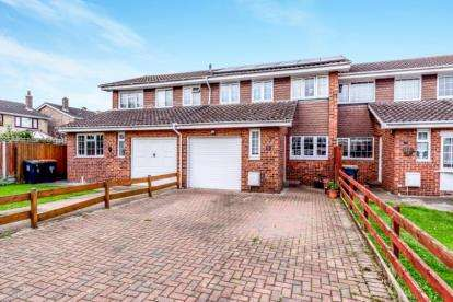3 Bedrooms Terraced House for sale in Hunts Field, Great Barford, Bedford, Bedfordshire