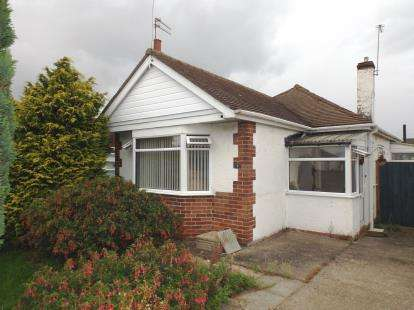 2 Bedrooms Bungalow for sale in Shaun Close, Rhyl, Denbighshire, LL18