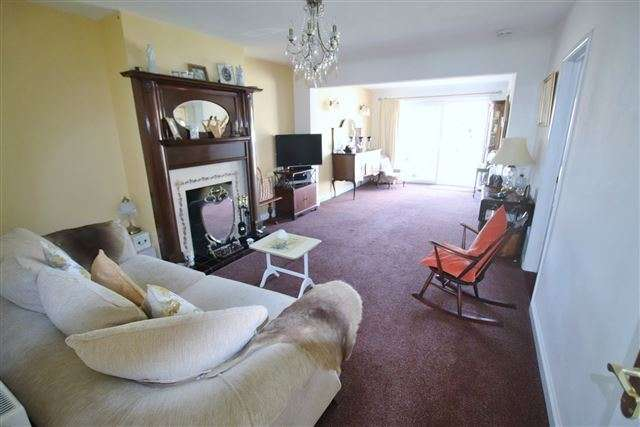 3 Bedrooms Bungalow for sale in Alten Road, Waterlooville, Hampshire, PO7 6DR