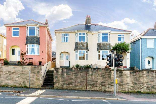 3 Bedrooms Semi Detached House for sale in North Road, Saltash, Cornwall