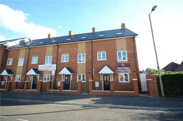 3 Bedrooms End Of Terrace House for sale in Queens Road, Farnborough, Hampshire