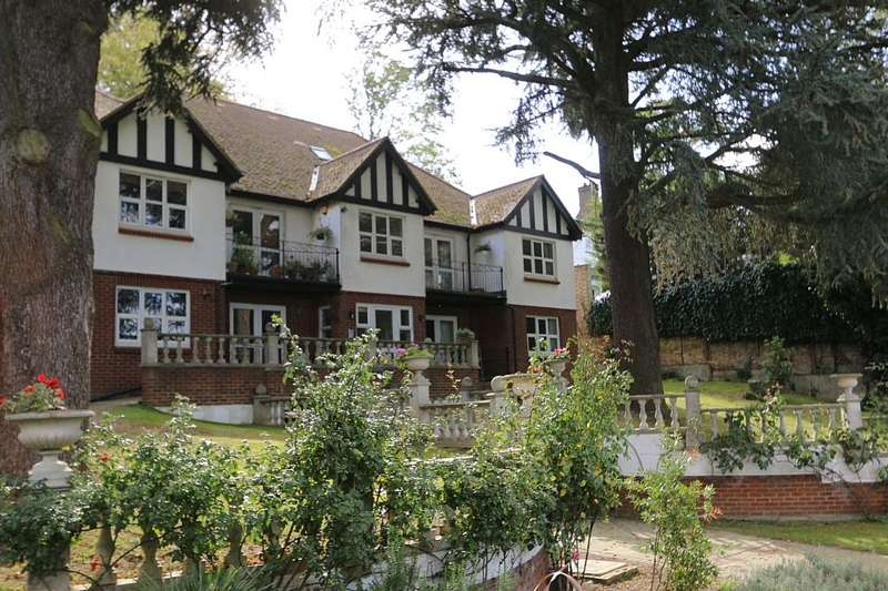 2 Bedrooms Flat for sale in Genesis House, 37 Woodlands Road, Surbiton, London, KT6 6PR