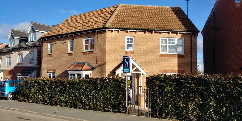 4 Bedrooms Detached House for sale in Grove Lane, Pontefract, West Yorkshire, WF9