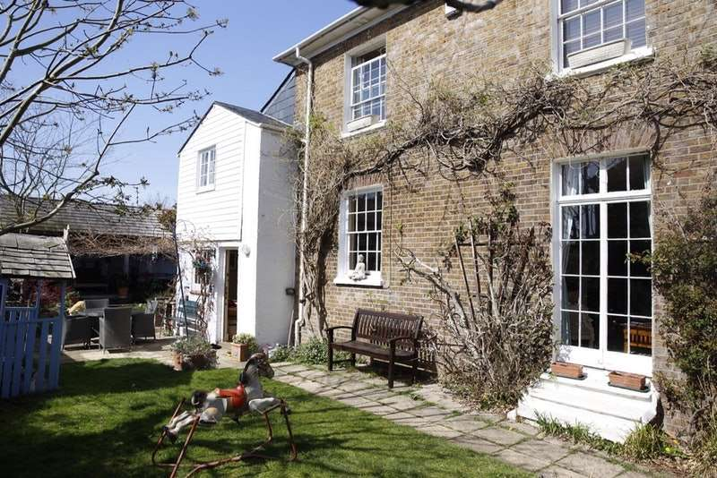3 Bedrooms Cottage House for sale in St Lukes road, Old Windsor, Berkshire, SL4