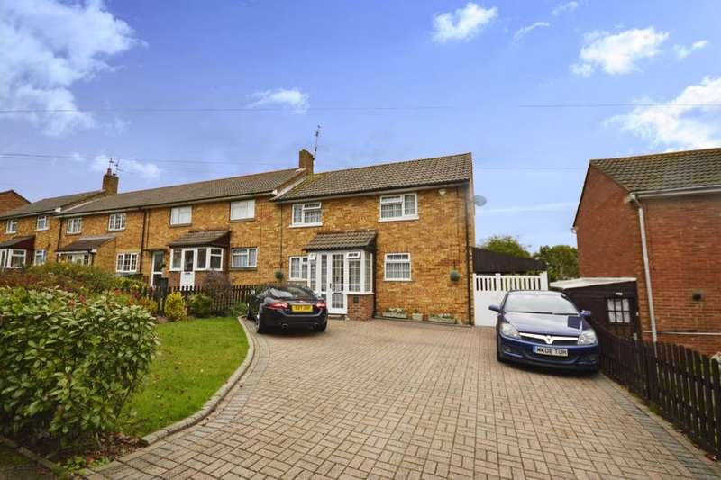 3 Bedrooms Semi Detached House for sale in Beechfield, Kings Langley, WD4