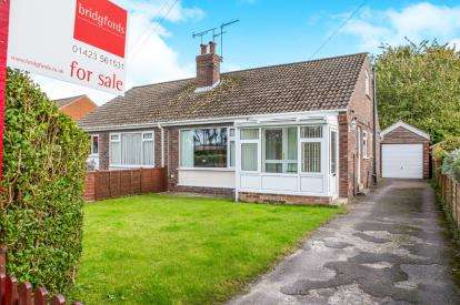 2 Bedrooms Bungalow for sale in Hillbank Grove, Harrogate, North Yorkshire