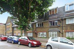 2 Bedrooms Flat for sale in Holgate Avenue, London
