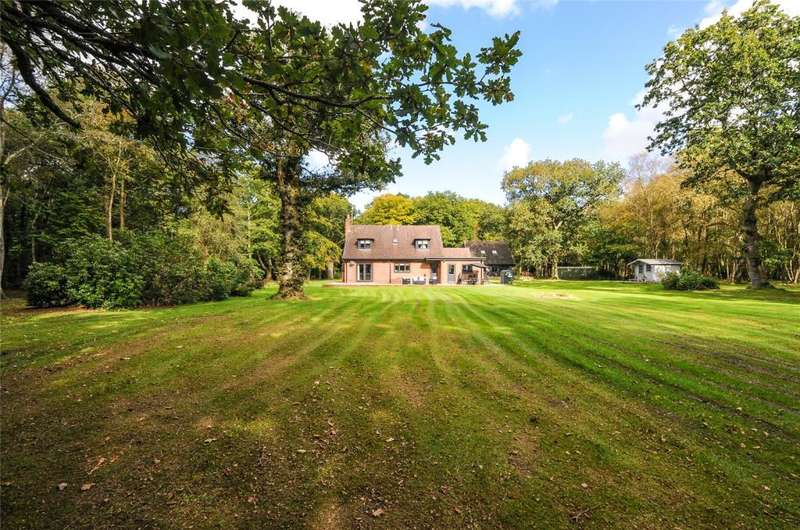 3 Bedrooms Detached House for sale in Chichester Road, Arundel, West Sussex, BN18