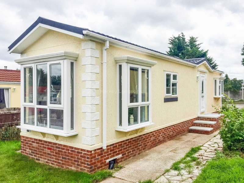 2 Bedrooms Park Home Mobile Home for sale in Guildford Road, Normandy