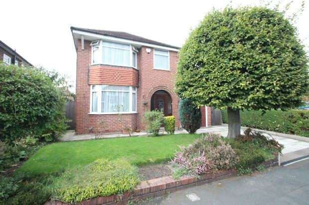 3 Bedrooms Detached House for sale in Wentworth Drive, Sale