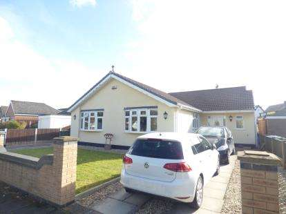 3 Bedrooms Bungalow for sale in Buckingham Avenue, Widnes, Cheshire, WA8