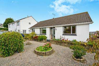 3 Bedrooms Bungalow for sale in Truro, Cornwall, Uk