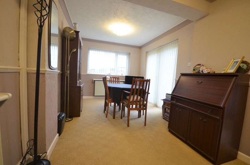 3 Bedrooms Detached House for sale in Farfield Drive, Lower Darwen, Darwen