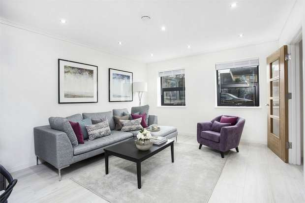 3 Bedrooms Terraced House for sale in Gunnersbury Lane, London