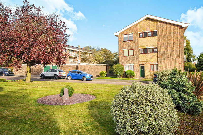 1 Bedroom Flat for sale in Darwin Court Greenacres, LONDON, SE9