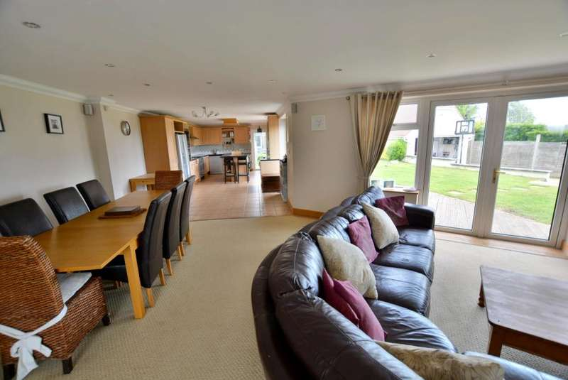 5 Bedrooms Detached House for sale in Lake Drive, Hamworthy