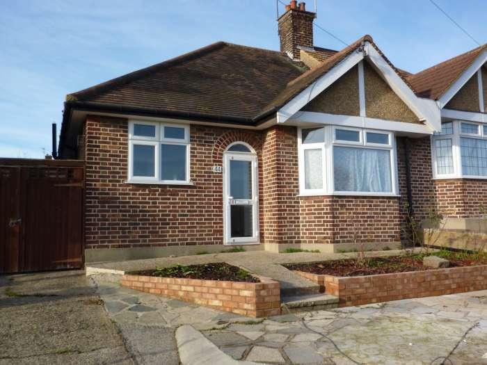 2 Bedrooms Bungalow for rent in Radlett Road, Knutsford Estate, Watford