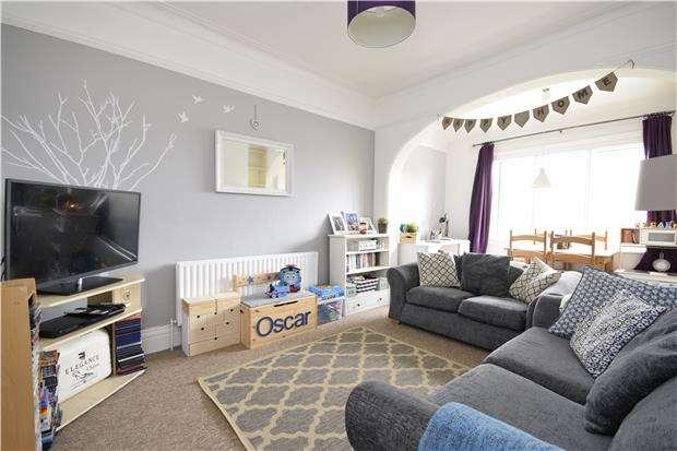 2 Bedrooms Flat for rent in Park Lane, Carshalton, Surrey