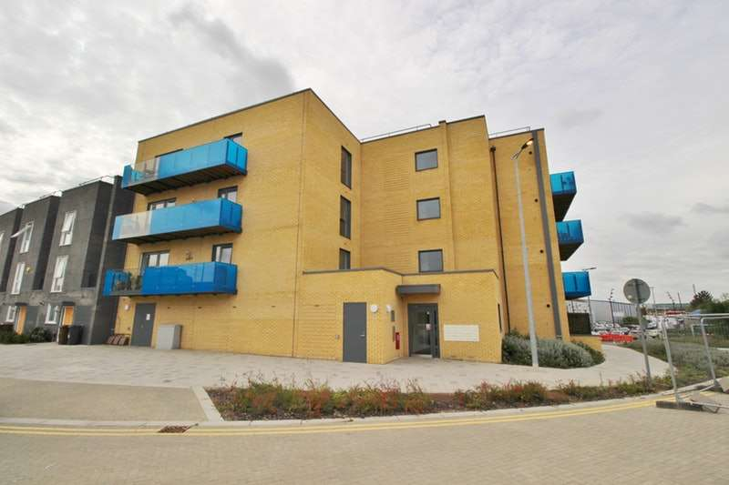 2 Bedrooms Apartment Flat for sale in Crossness Road, Barking, London, IG11